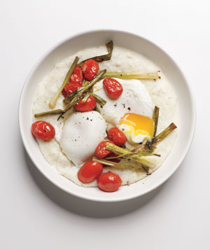 Poached Eggs With Grits and Tomatoes