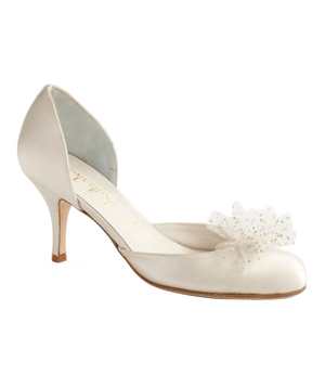 8 Elegant Wedding Shoes for the Bride