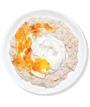 Oatmeal With Yogurt and Marmalade