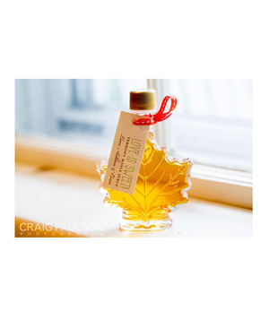 Leaf-shaped maple syrup bottle