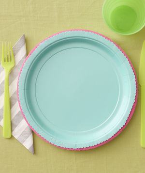 Place setting with two different colored paper plates trimmed with pinking shears