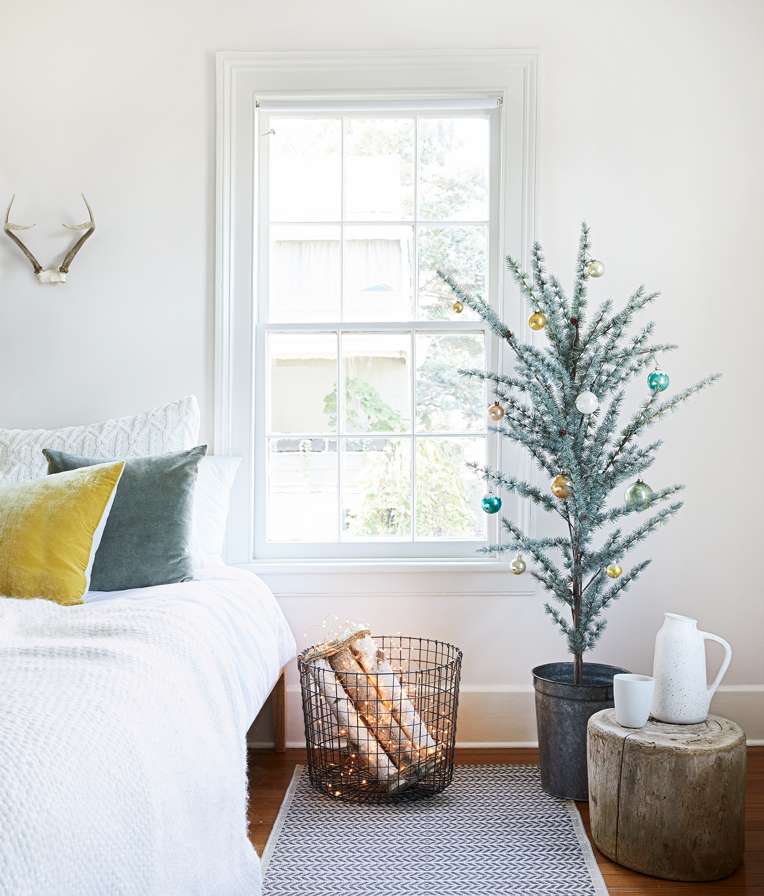 Christmas Tree Alternative.15 Alternative Christmas Trees Perfect For Small Spaces