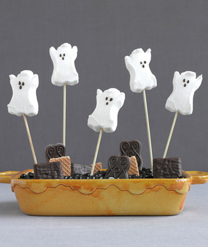 Centerpiece made of ghost peeps