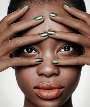Model with matte topcoat on nails
