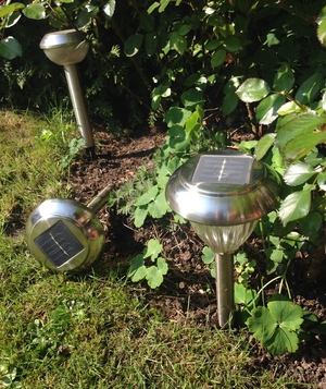 Easy DIY: Install a Solar-Powered Lamp