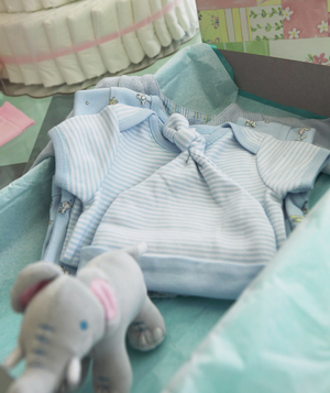 How Can I Invite Relatives to a Baby Shower Without Making them Feeling Pressured to Attend?