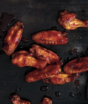 Crispy Oven-Baked Wings with Sriracha-Honey Glaze