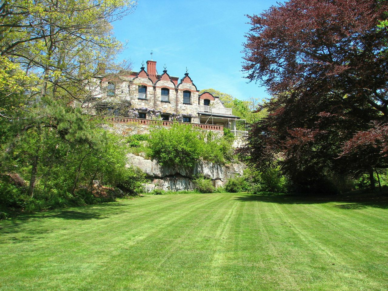 6 Historic Homes You Can Vacation In