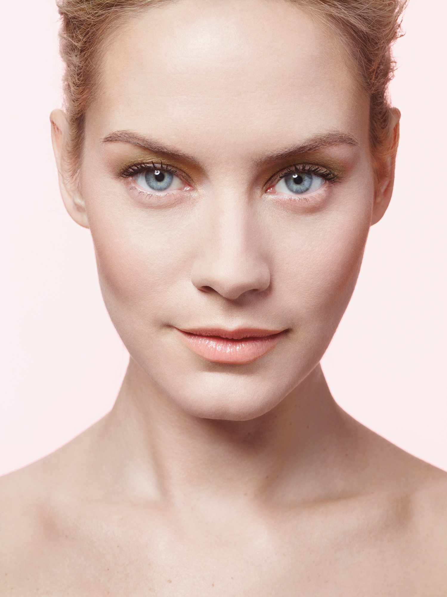 Model with natural pinkish makeup