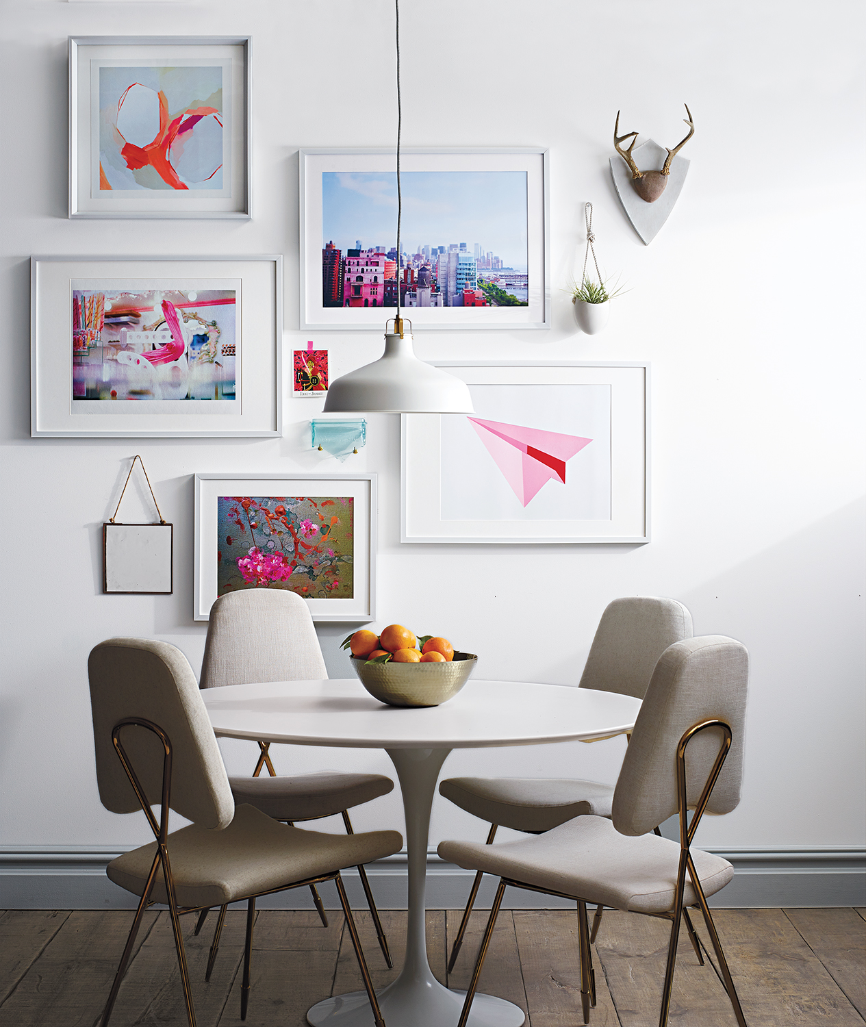 collage-style-gallery-wall