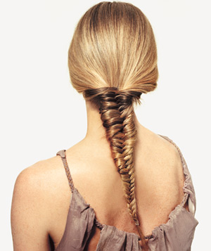 Model with a fishtail braid