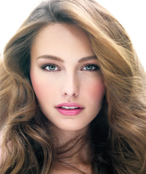 Close-up portrait of brunette model with pink lipstick and cheeks - Landscape