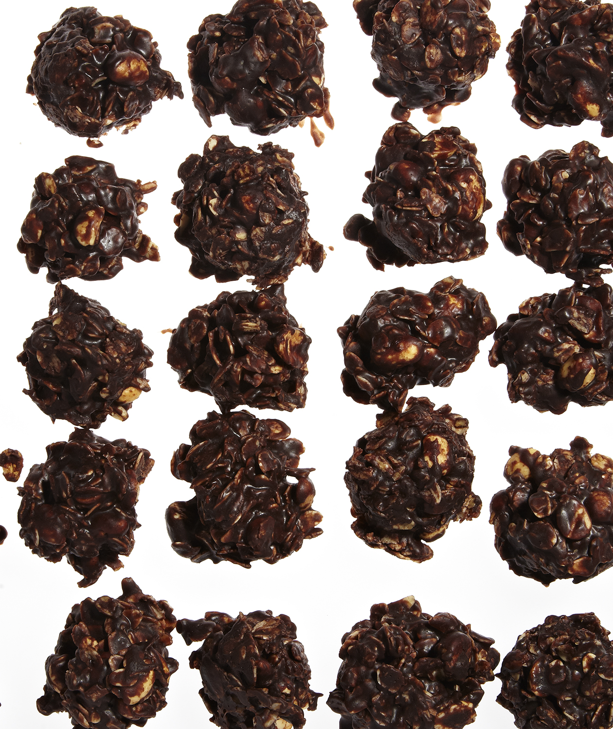 No-Bake Chocolate, Peanut Butter, and Oatmeal Cookies