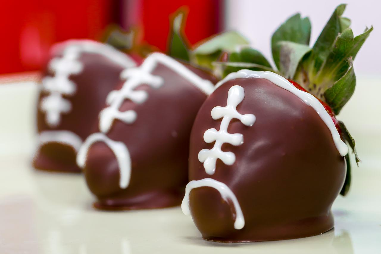chocolate-covered-strawberry-footballs