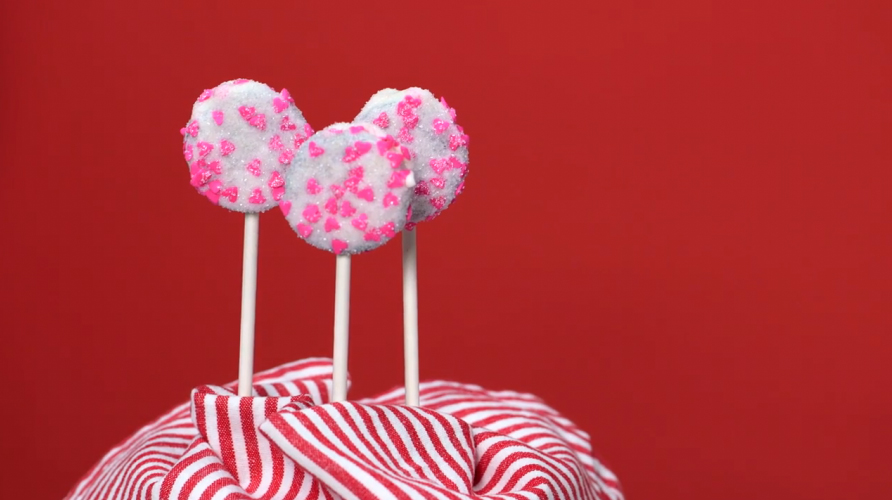 valentines-day-oreo-pops