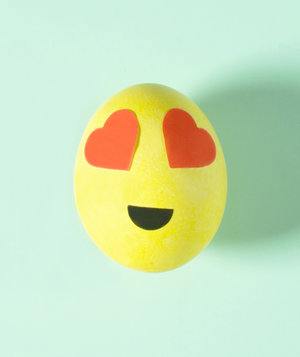 Smiling Face With Heart-Shaped Eyes Emoji Egg