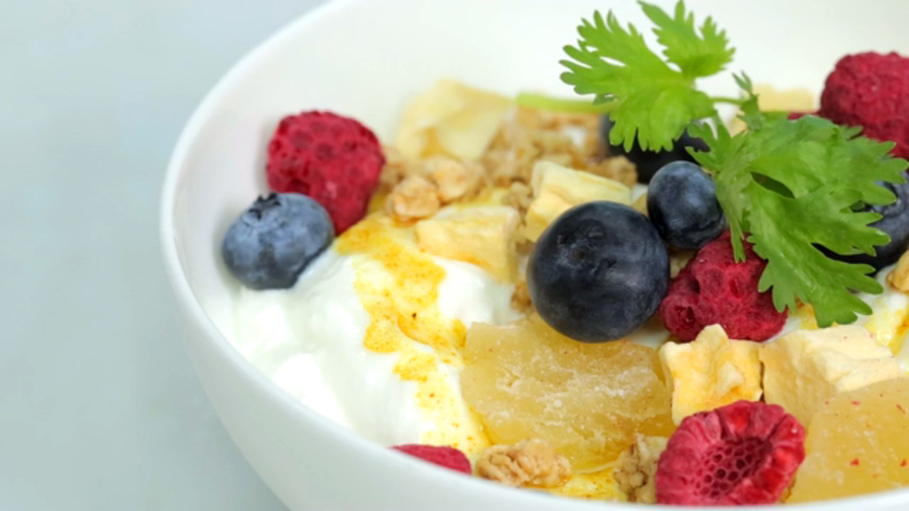yogurt-breakfast-bowl