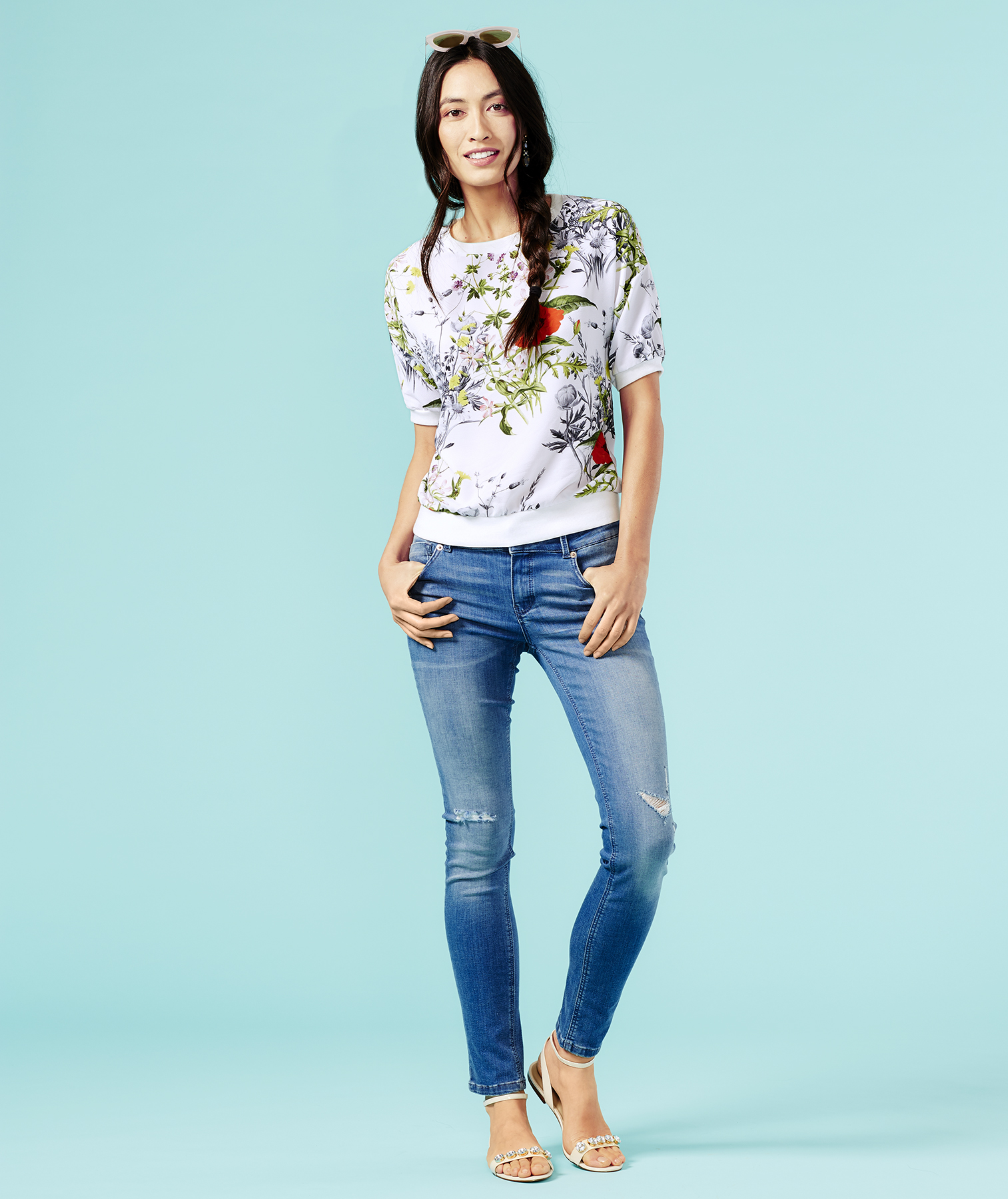 Outfit with floral top and jeans