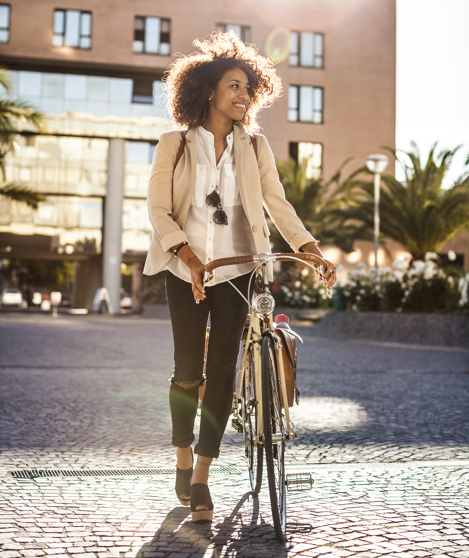 woman-bicycle-city