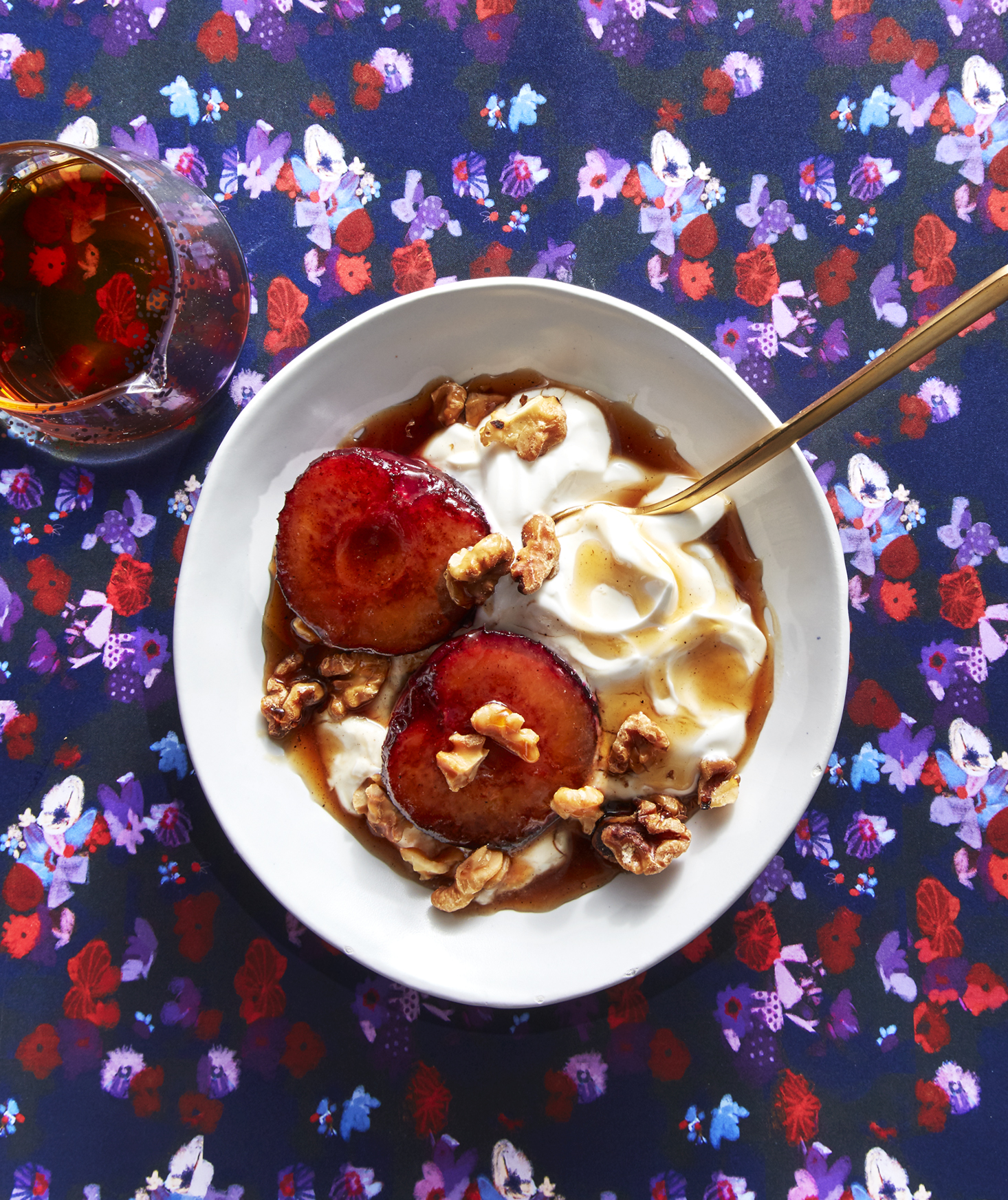 Roasted Plums With Yogurt and Walnuts