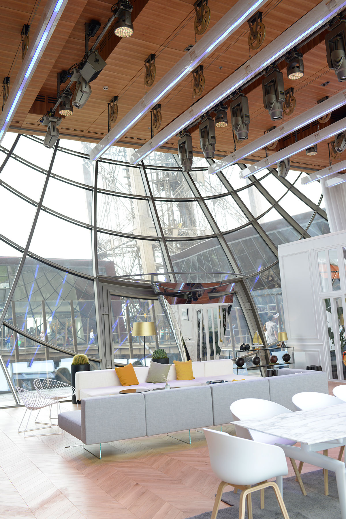 Take a peek inside the pop up apartment in the eiffel for Apartment in the eiffel tower