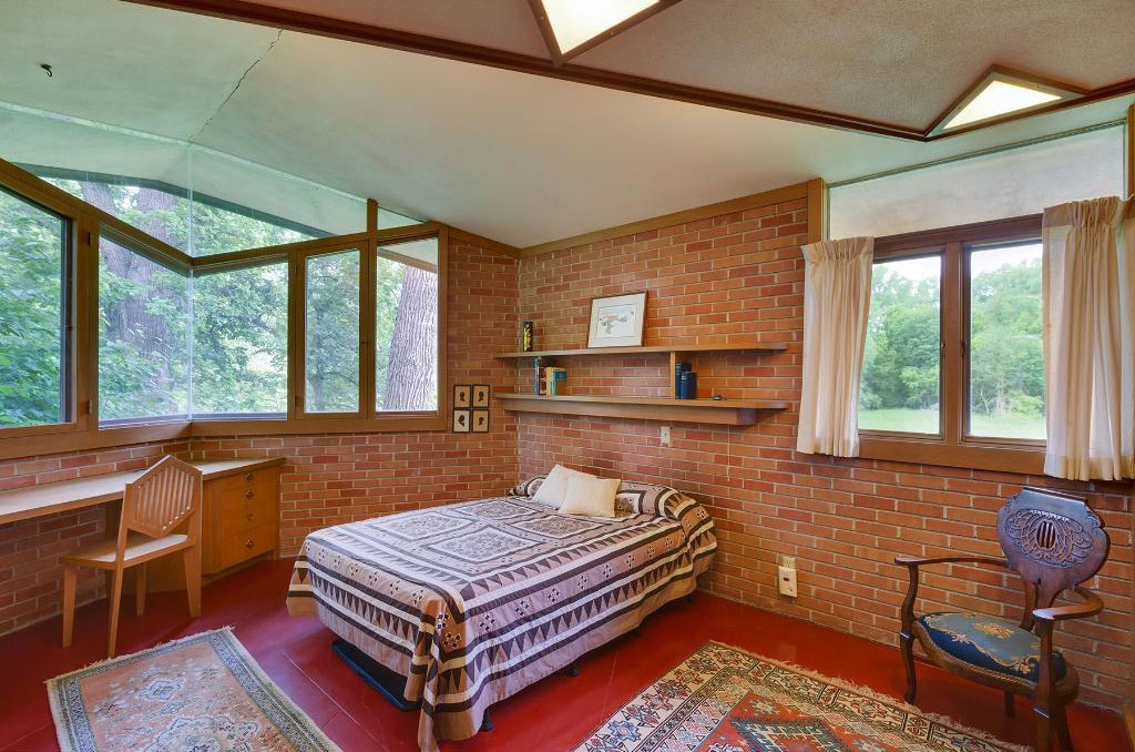 frank lloyd wright bedroom