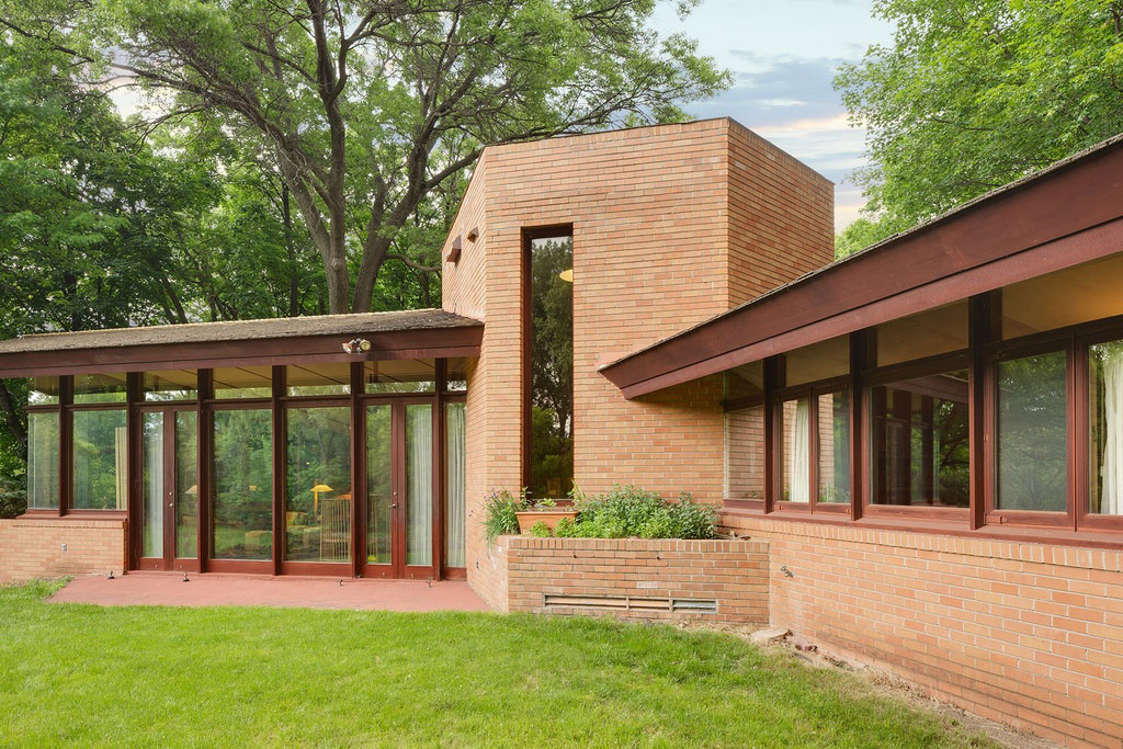 frank lloyd wright backyard