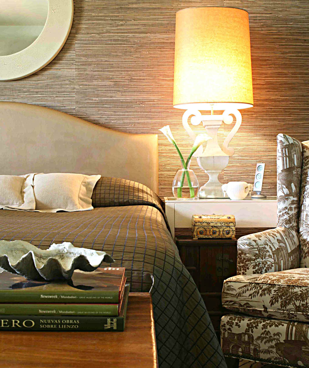 Bedroom with warm tones and browns