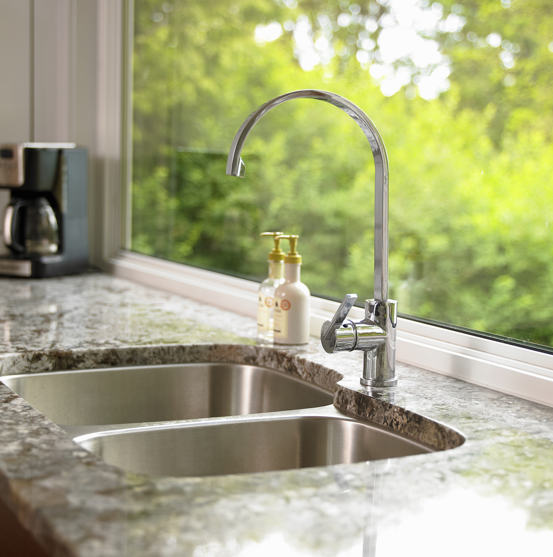 Kitchen sink with granite countertop