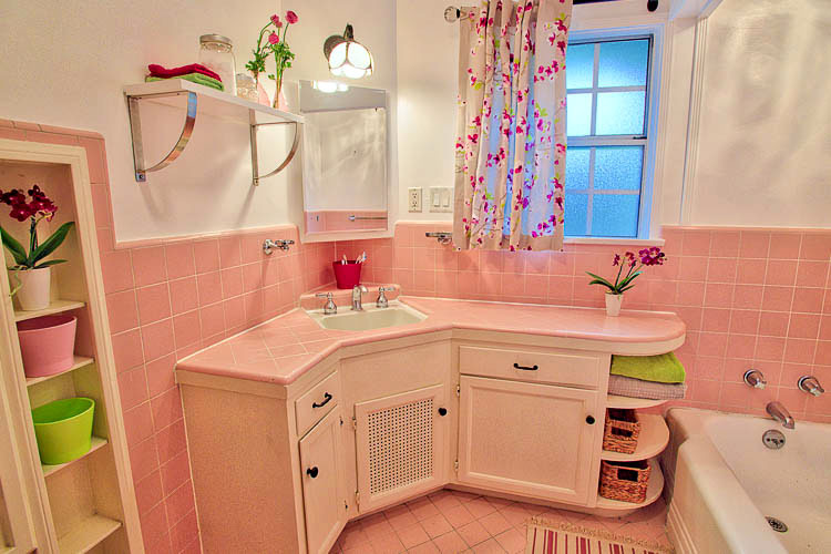 Debbie Reynolds Bathroom