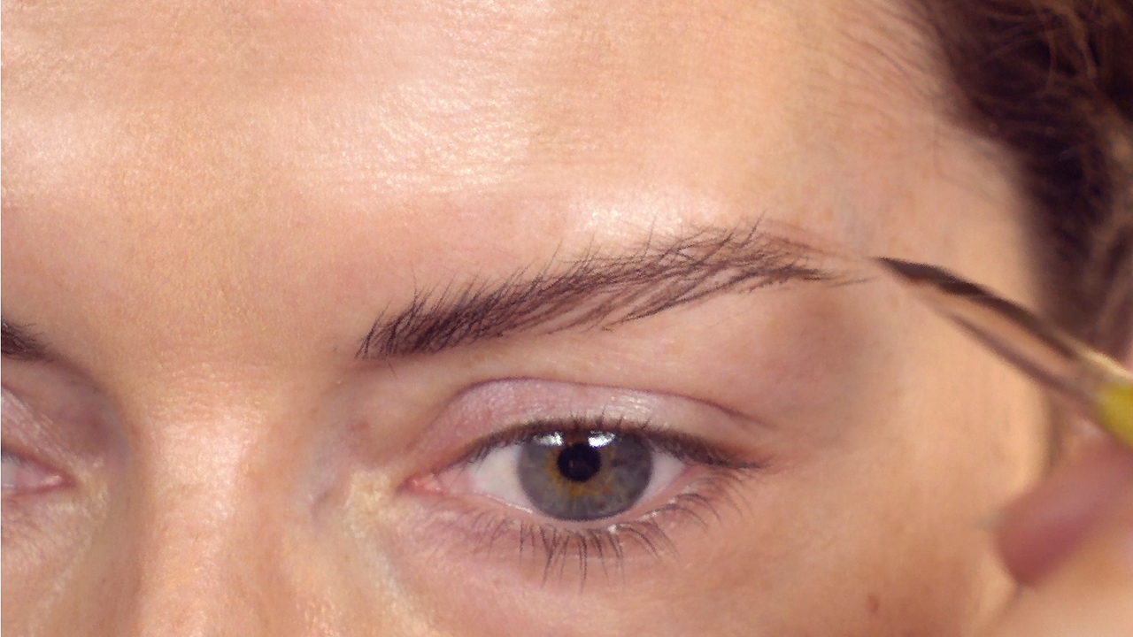 Video The Most Natural Way To Fake Full Eyebrows Real Simple