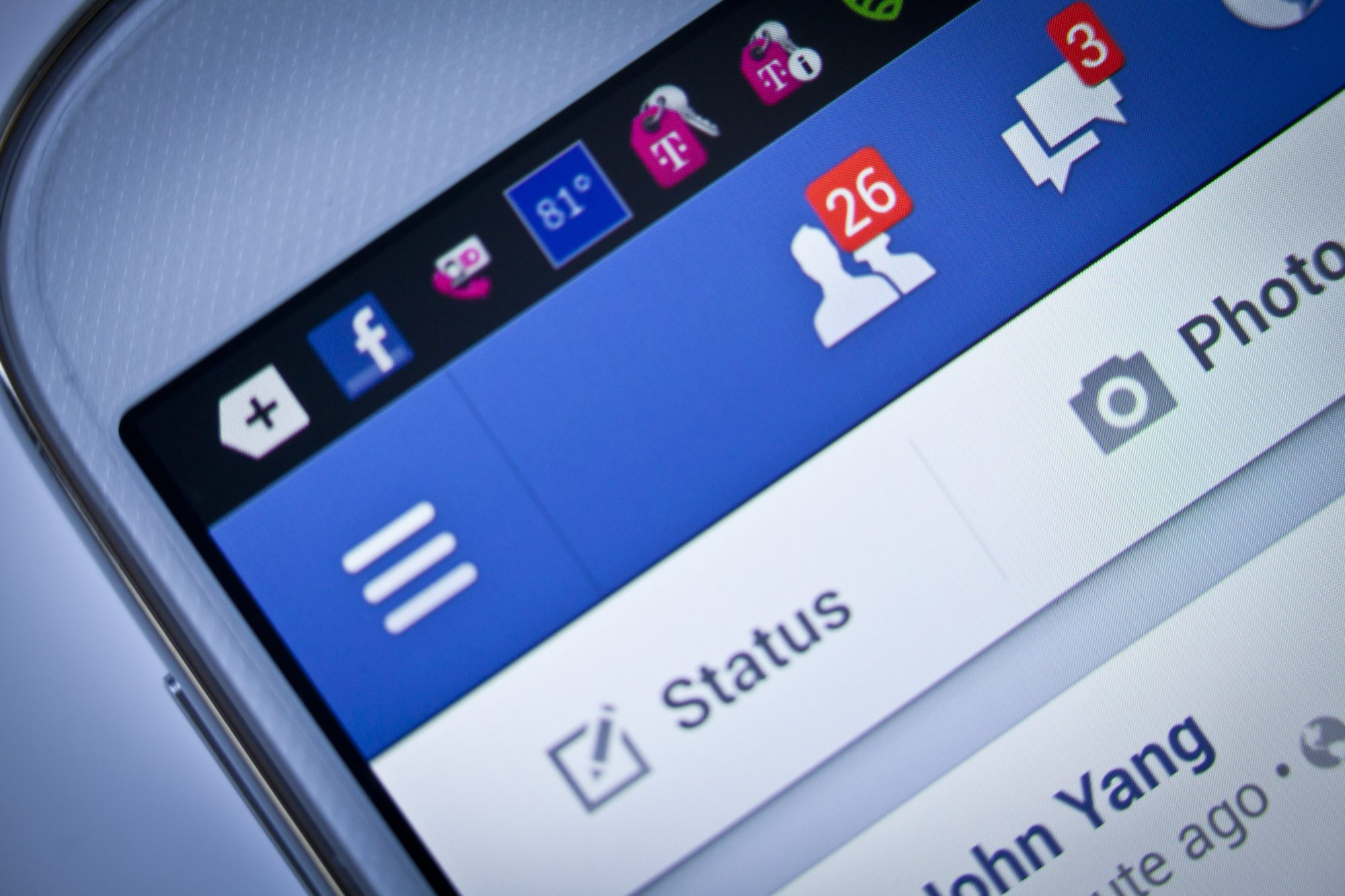 <p>When It's OK to Friend Your Boss on Facebook</p>