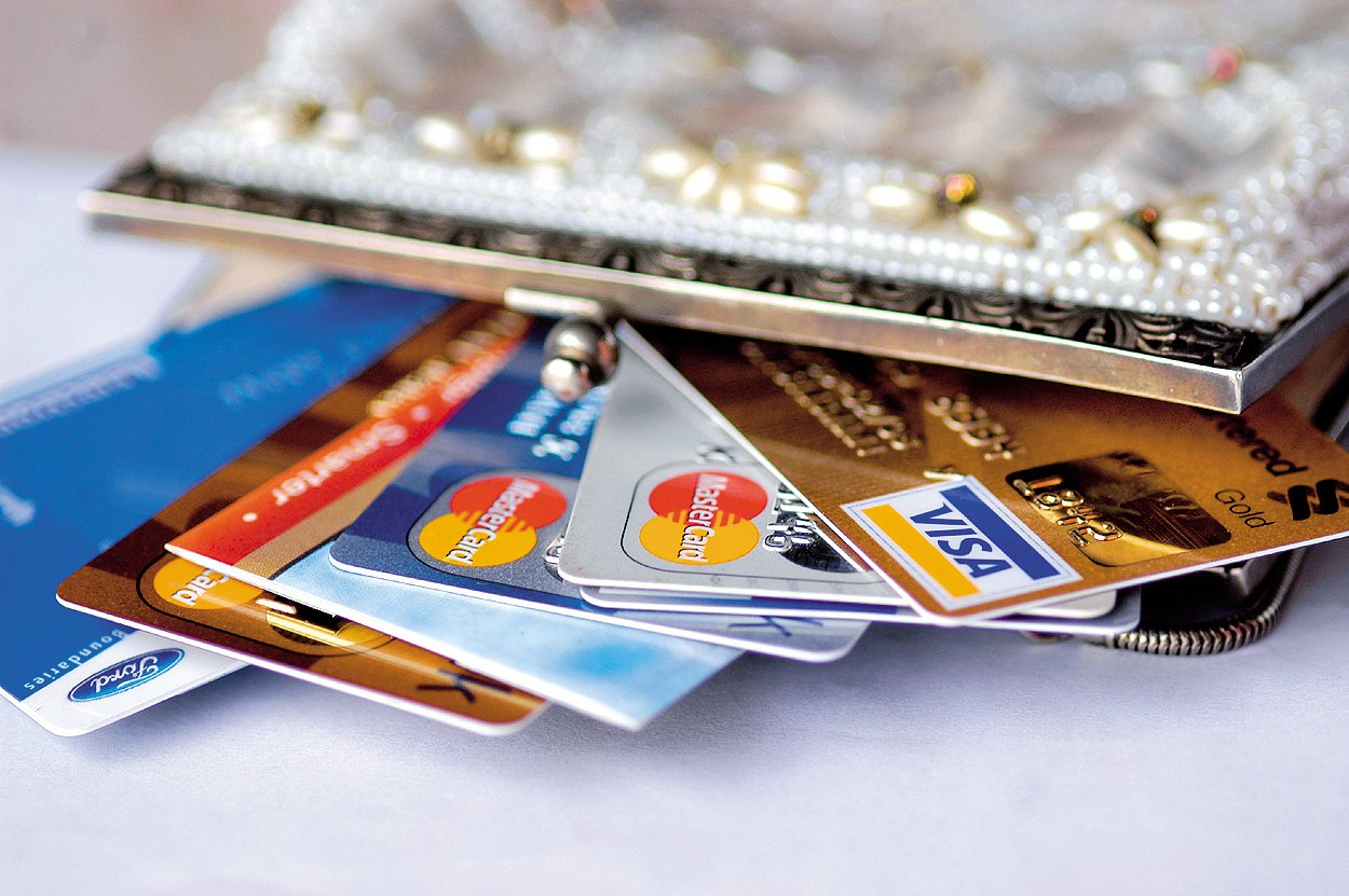<p>What's the Difference Between Swiping My Card as Debit or Credit?</p>