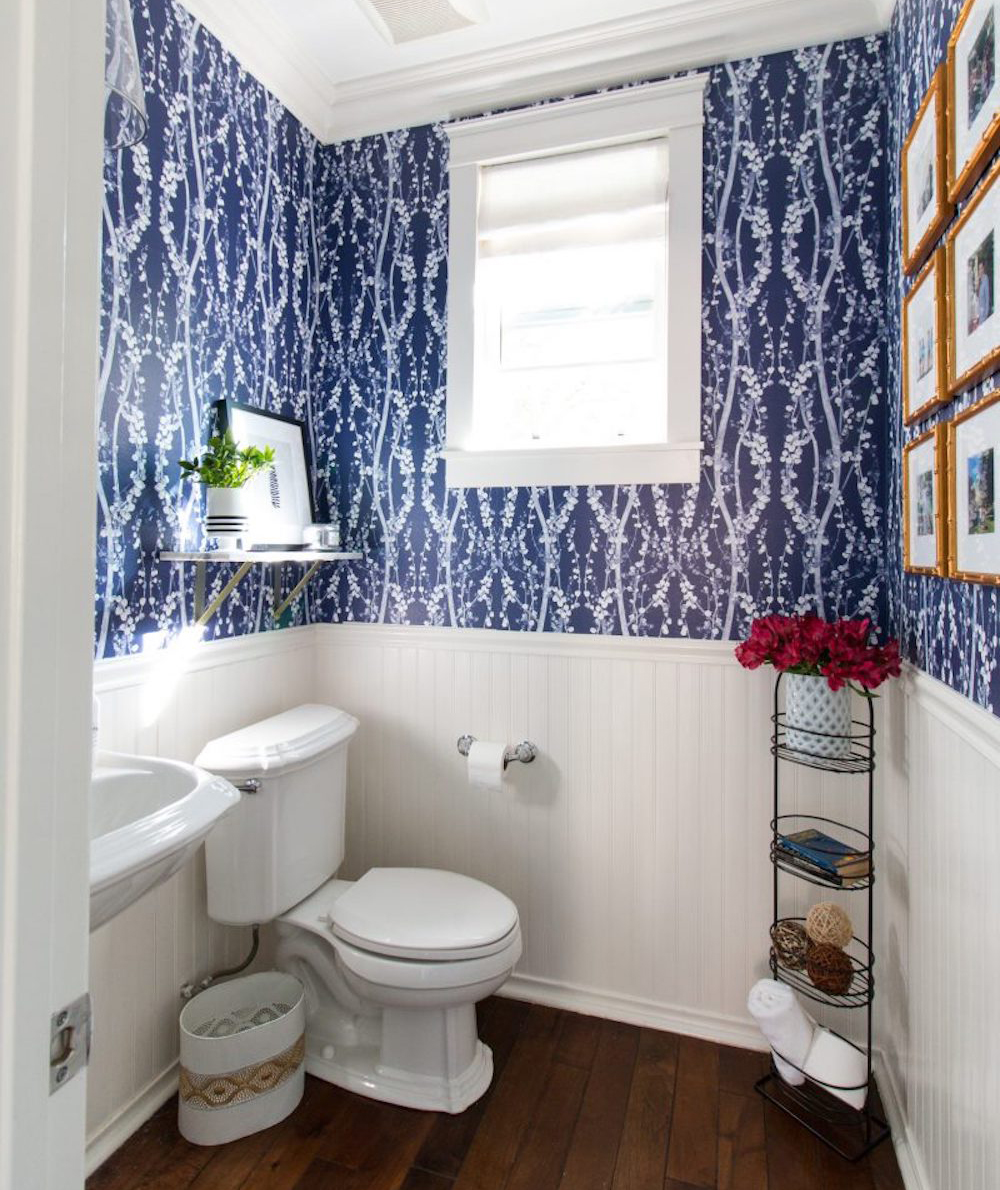 https://cdn-image.realsimple.com/sites/default/files/styles/portrait_435x518/public/1495738907/pattern-bathroom-after.jpg?itok=LHcv0Glu