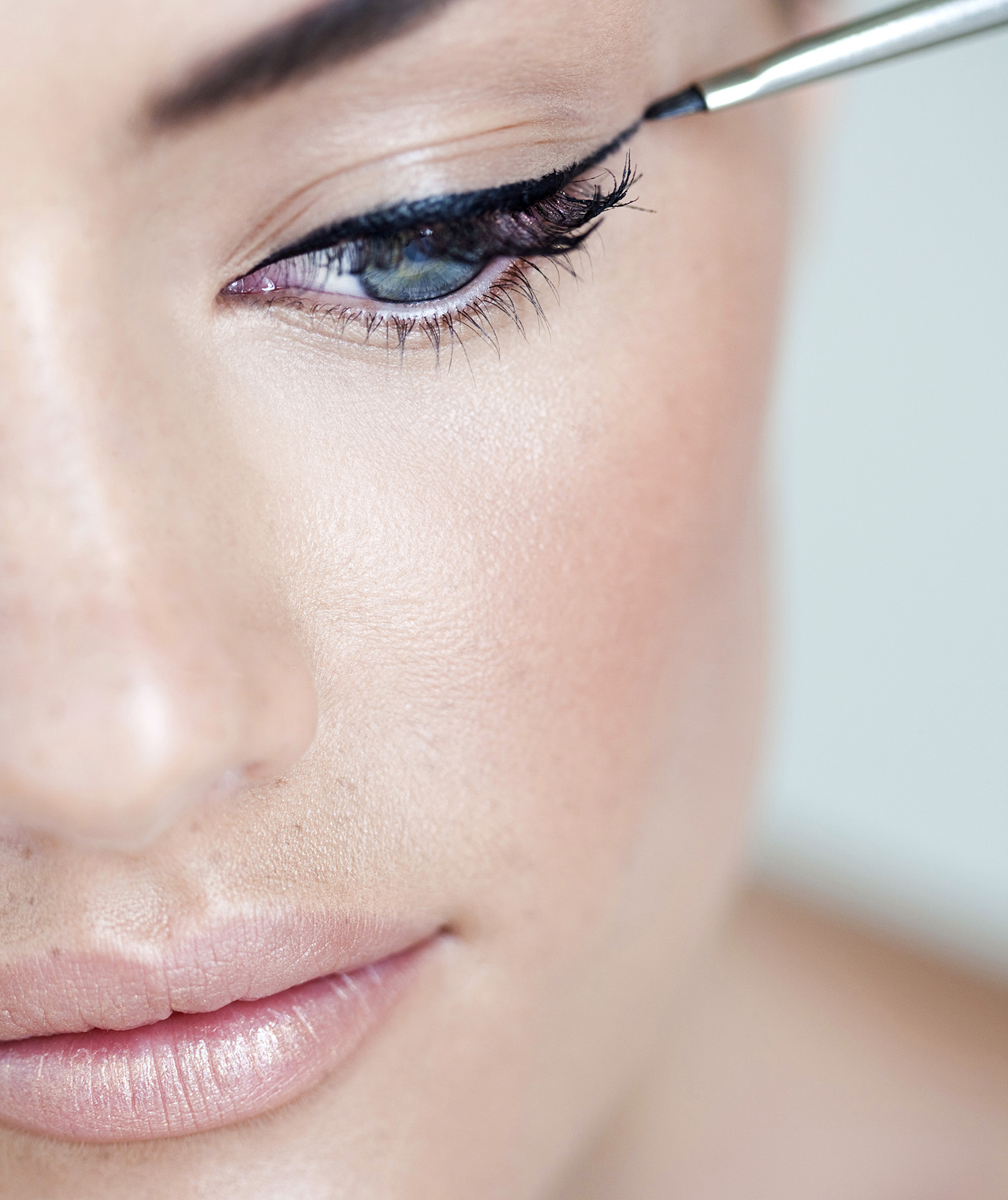 How to do winged eyeliner like a pro