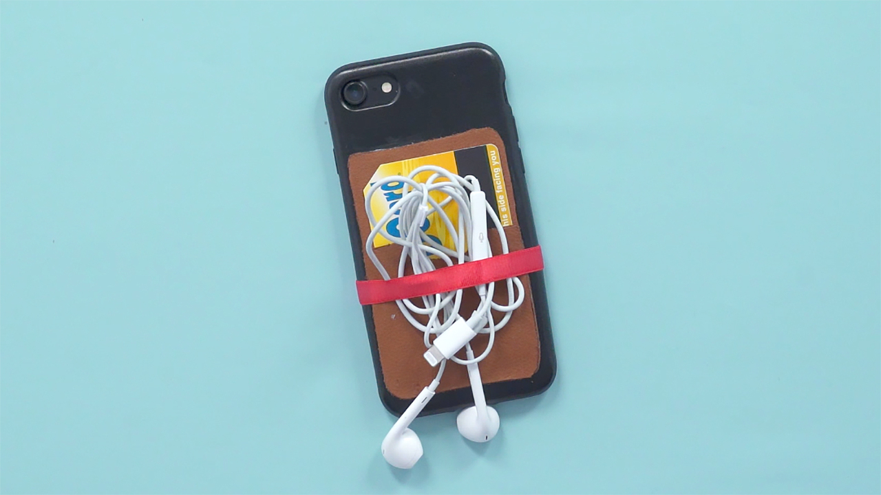 video make a diy phone case that organizes cards and