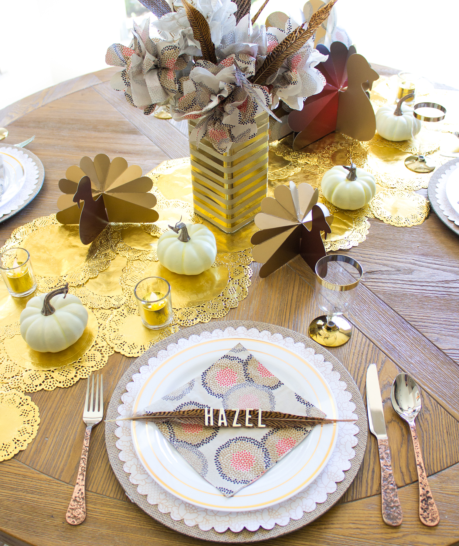 30 thanksgiving table decor ideas for 2017 for Inexpensive thanksgiving table decorations