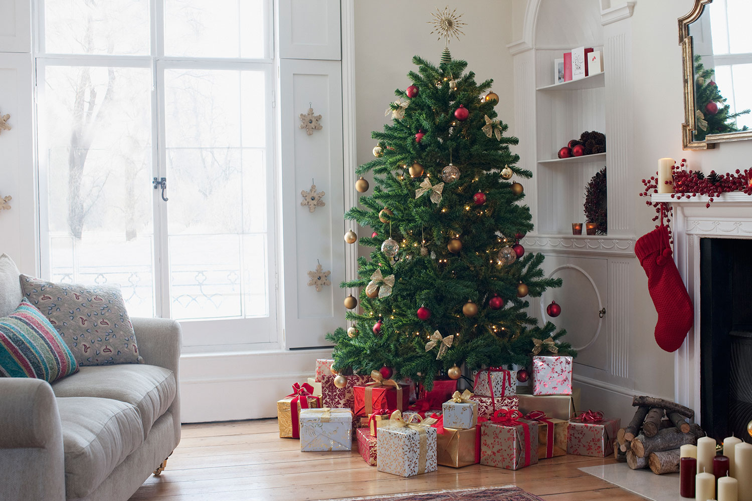 Putting Up Your Holiday Decorations Early Makes You Happier