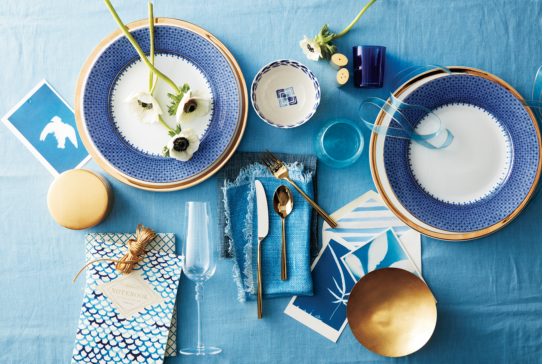 Thanksgiving table design in classic blues