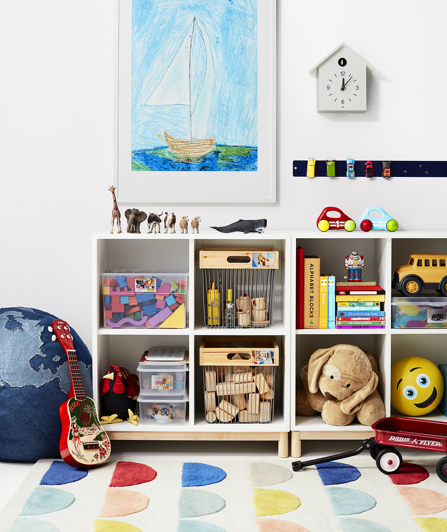 Kids' room shelves, toys