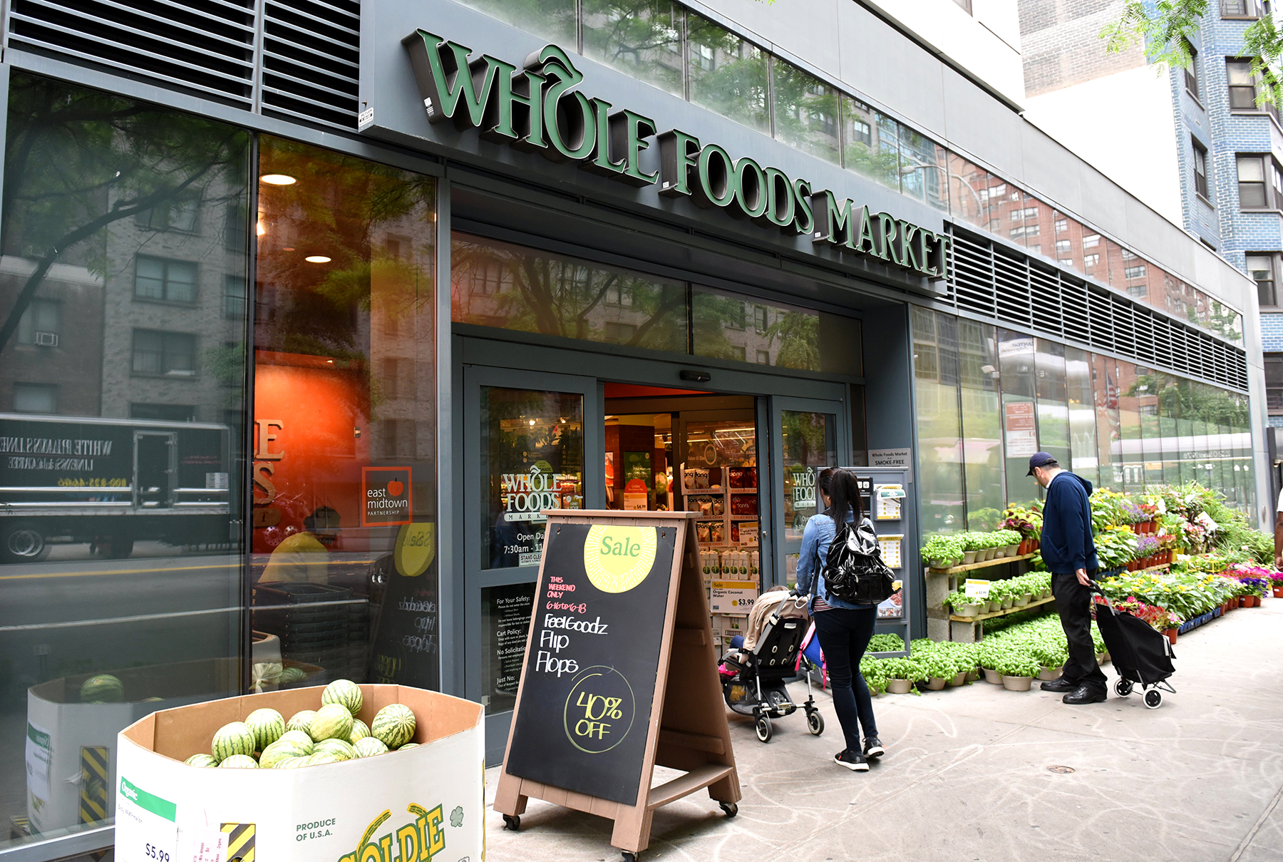 6 Must-Buy Whole Foods' Items After Monday's Price Drop, According to a Nutritionist