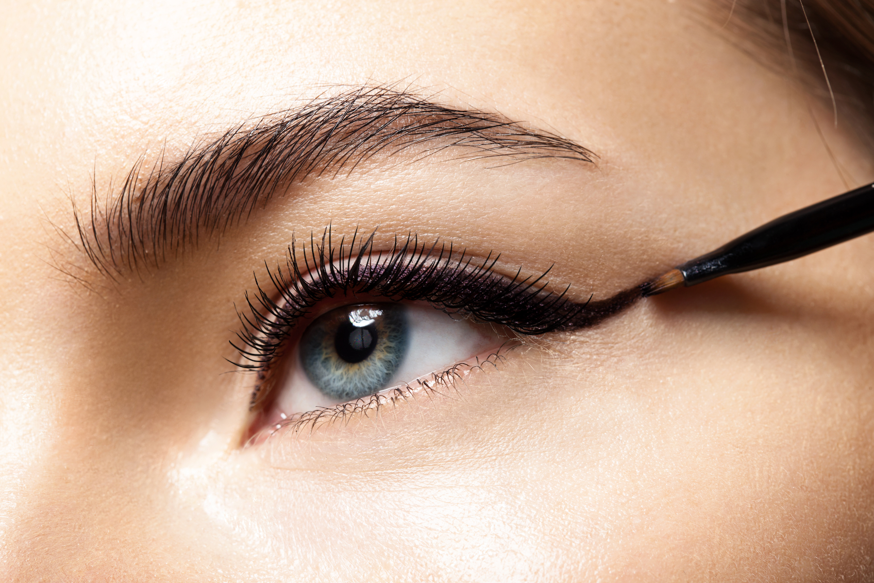 Cat Eye Wing Makeup with eyeliner