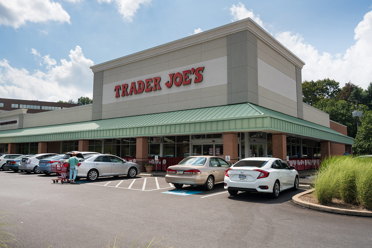 The Surprising Reason Trader Joe's Bananas Are Always 19 Cents Each