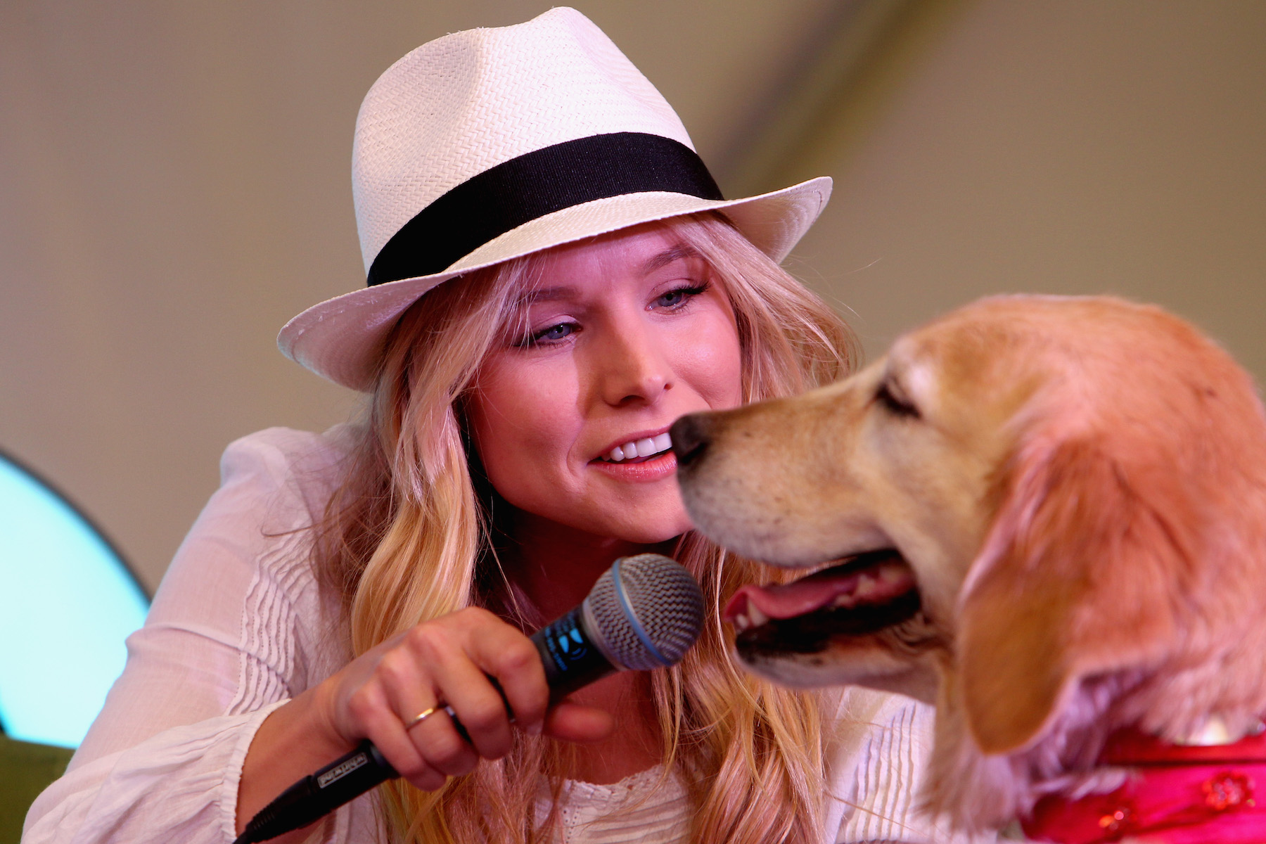 Kristen Bell Interviewing Dog with mic