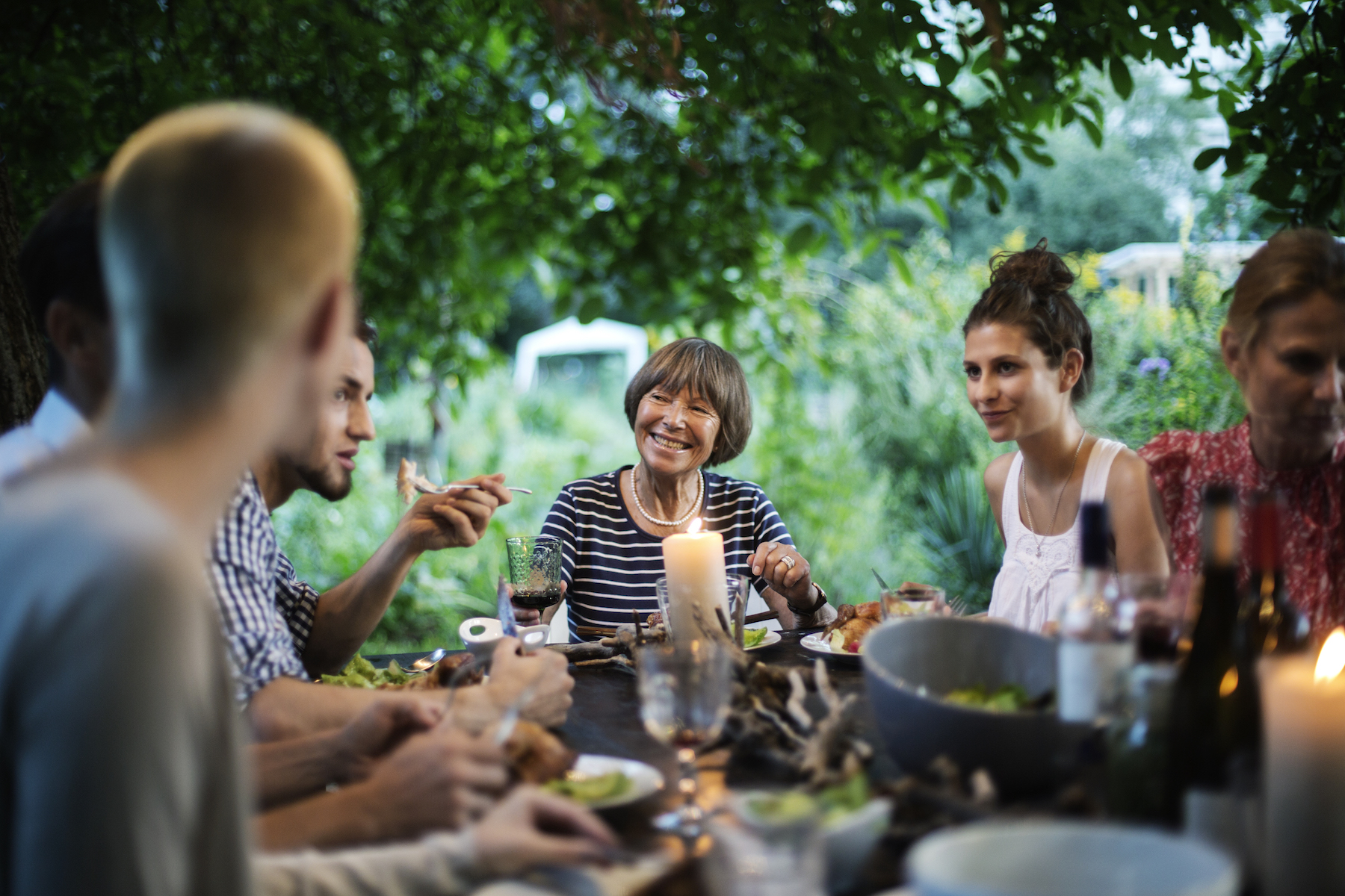 6 Smart Expert-Approved Ways to Repel Mosquitoes