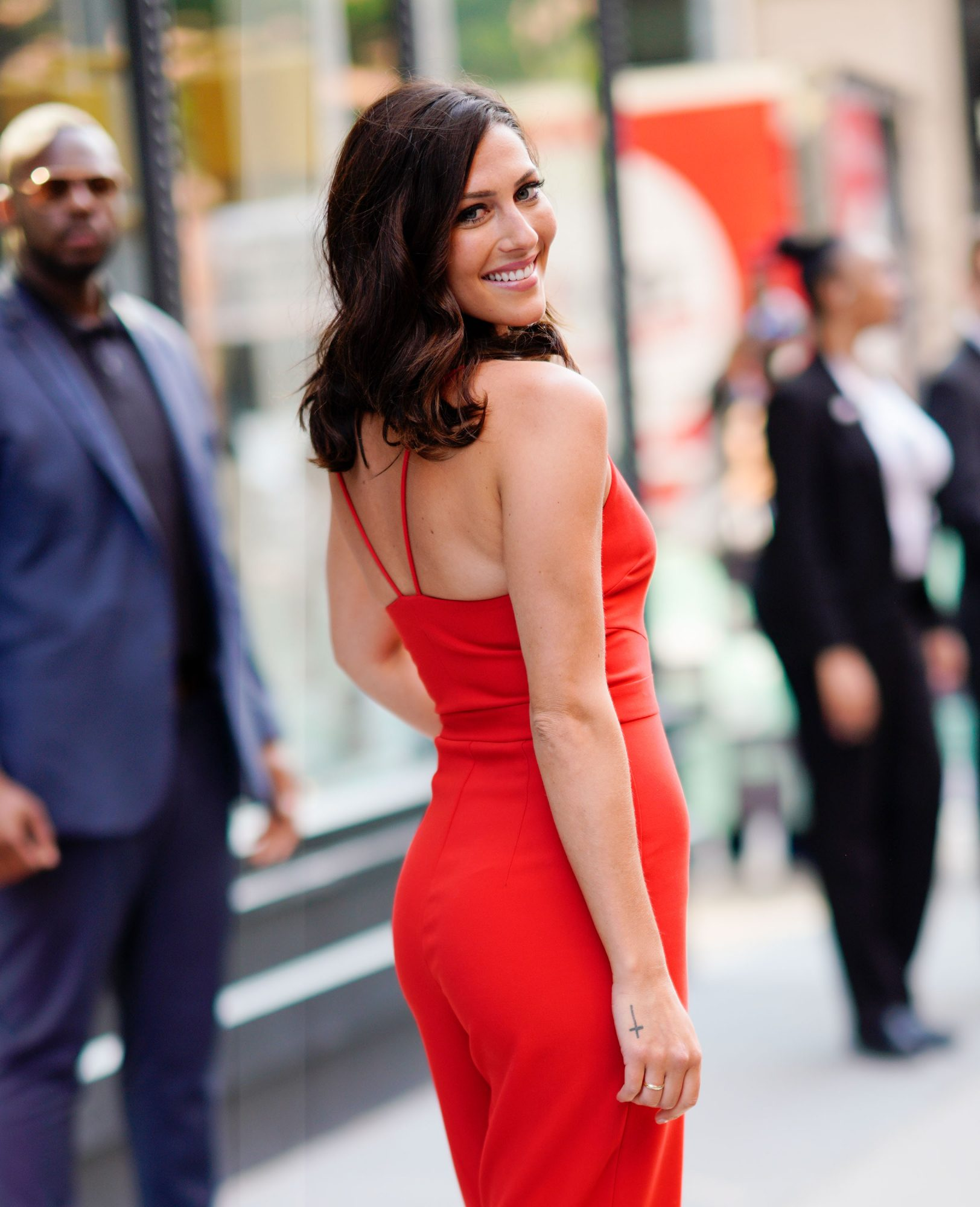 'Bachelorette' Star Becca Kufrin Uses the Best Foundation for Heat and Humidity
