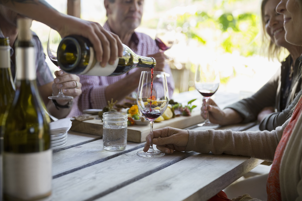 How to Taste Wine Tips, people drinking wine outside