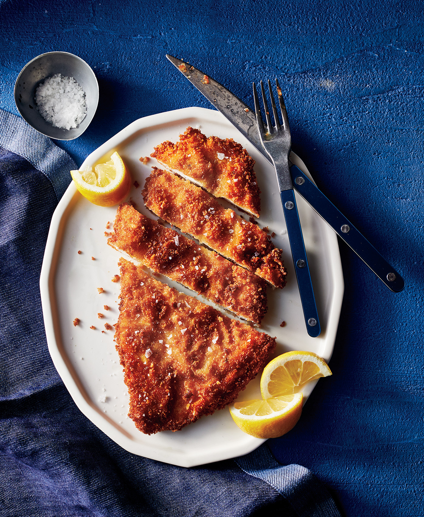 Crispy chicken cutlets on a blue plate