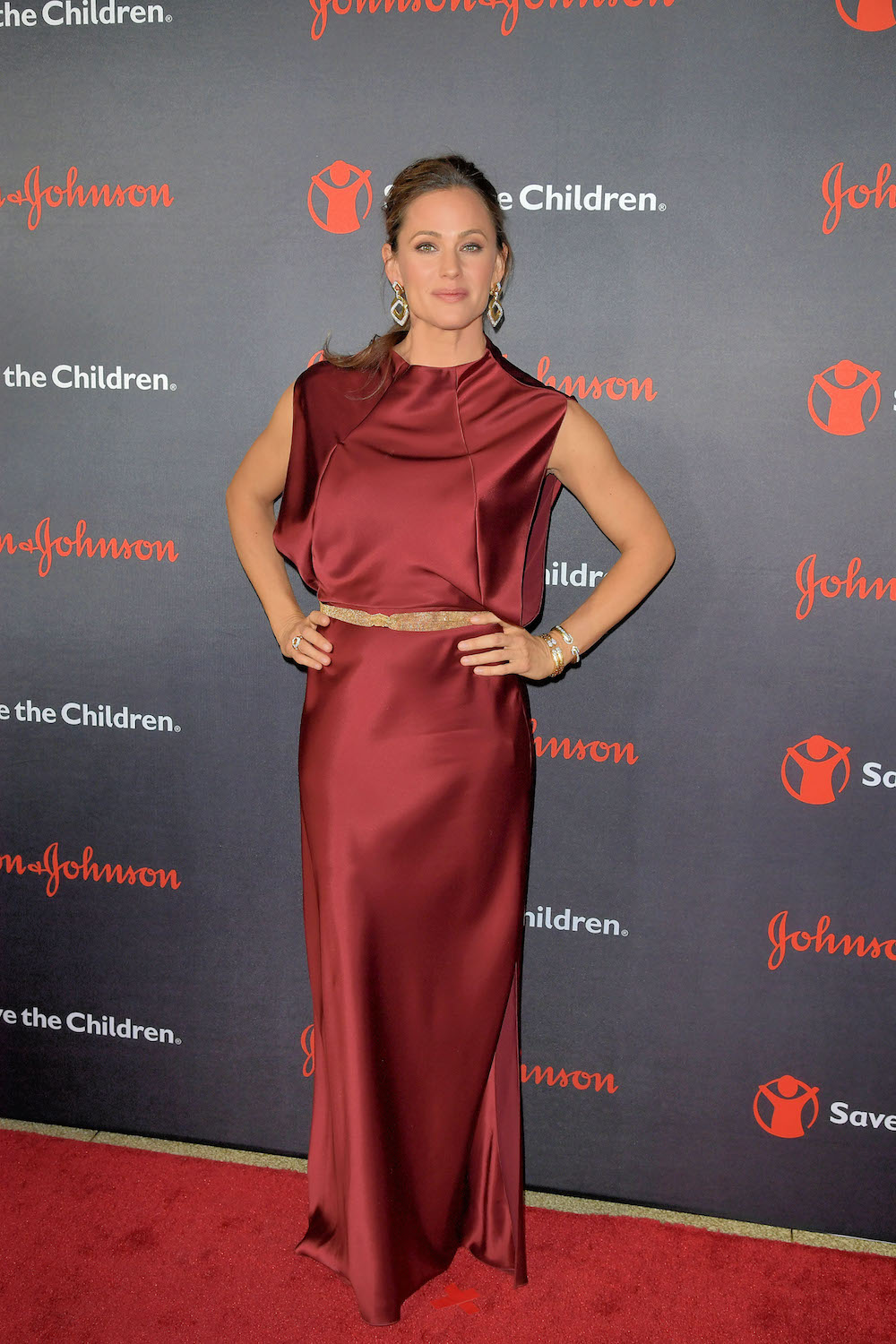 dc29d0af5656 Jennifer Garner s Maroon Dress Is the Glam Winter Look We All Need–Get the  Look