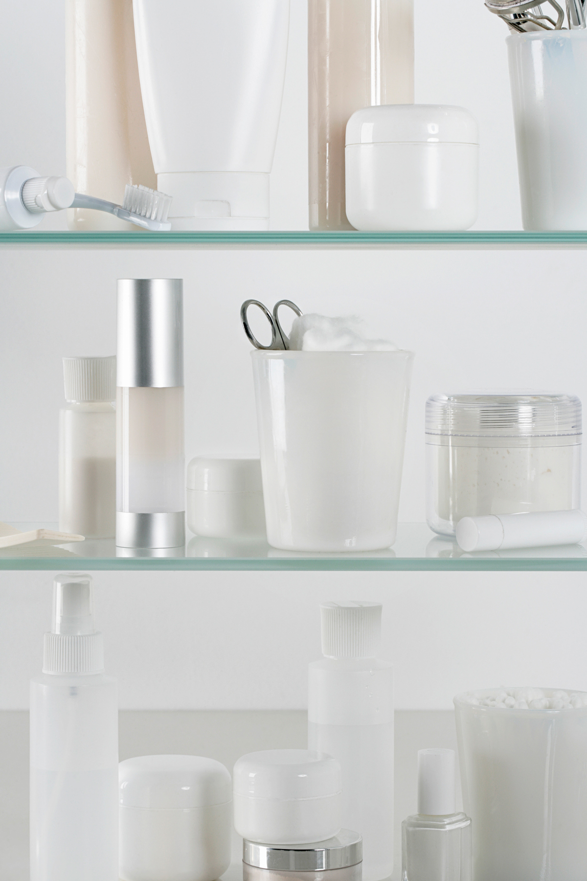 How to Organize Your Beauty Products - organized medicine cabinet